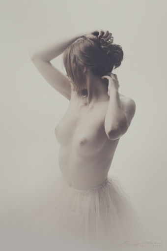 lisa_wittmann_photography_woman_nude_soft_pastel (5)