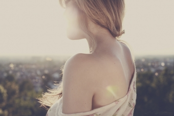 lisa_wittmann_photography_woman_sun_light_beauty_summer_backless
