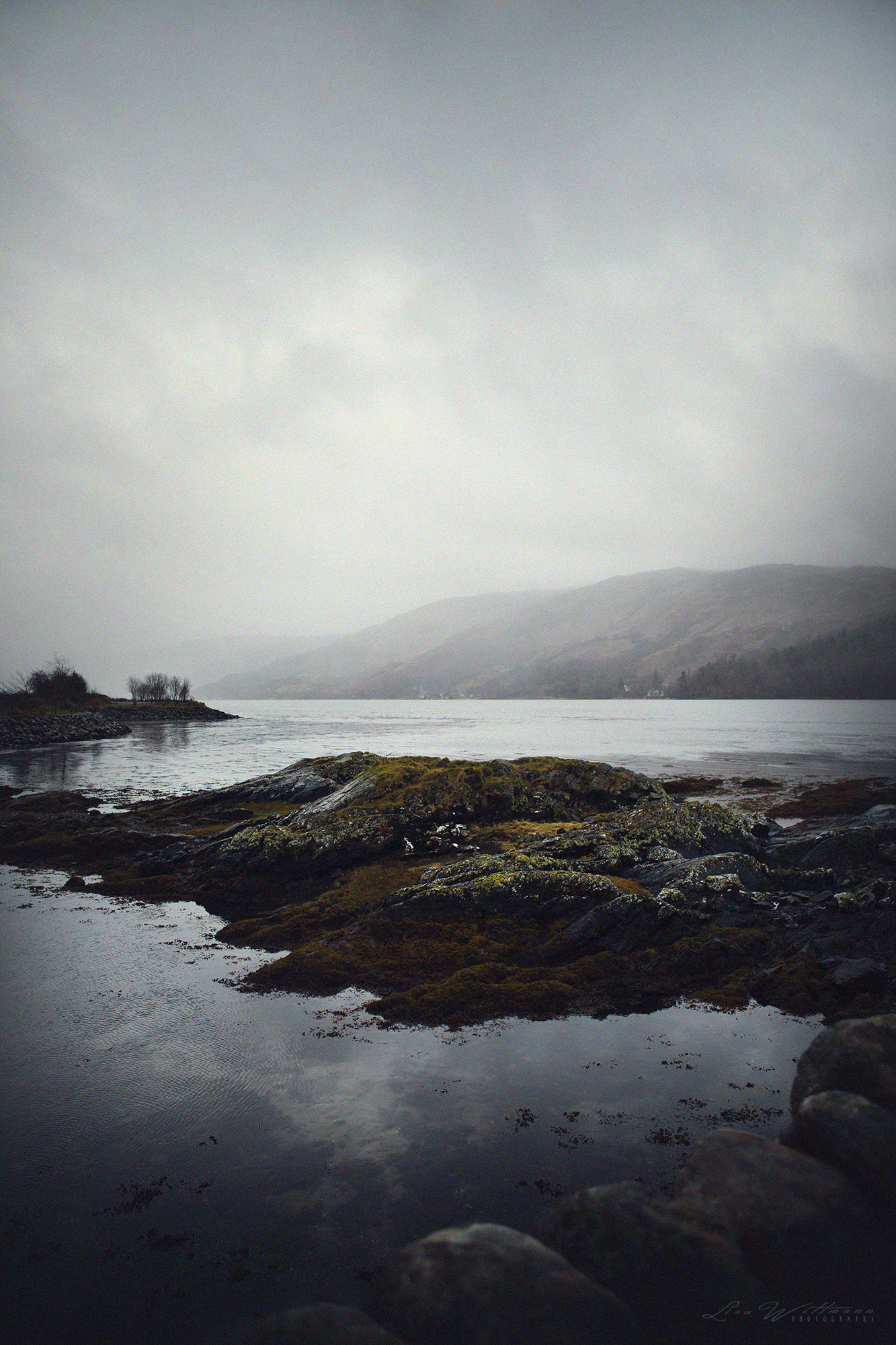 scotland_highlands_lisa_wittmann_photography_mountains_fog_water_beautiful_moody_canon_travel_paradise_fairytale_waterfall_cold_film_lake_moody